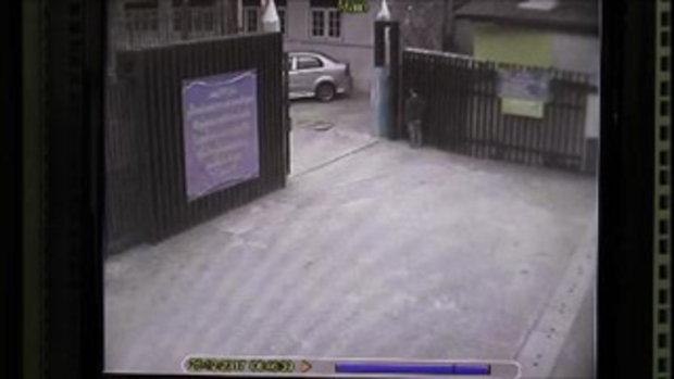 ภาพวงจรปิด สามียิงโหดหน้าประตูโรงเรียน เด็กๆ ยังตกใจผวา