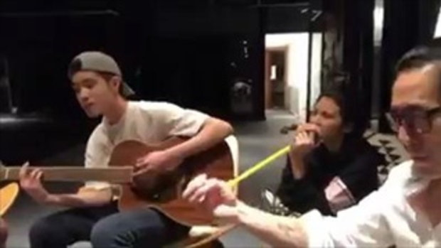 เจ เจตริน Live เจ้านาย เจ้าขุน เจ้าสมุทร นั่งดีดกีต้าร์ร้องเพลงตอนดึก ลูกชายบ้านนี้งานดีจริงๆ