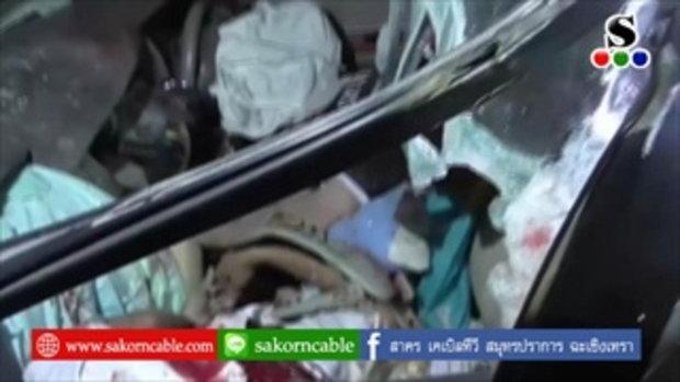 Sakorn News : หนุ่มโรงงานซิ่งเก๋งเสยท้ายรถพ่วงดับคาที่