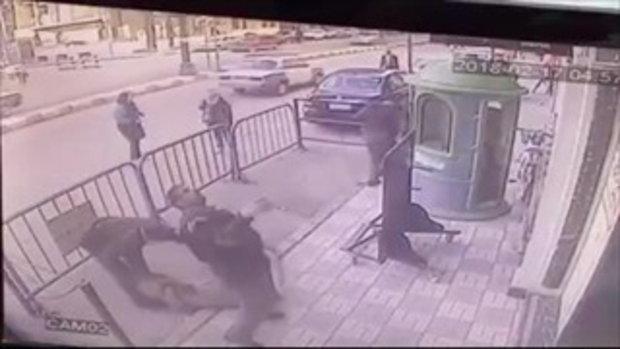 สุดระทึก! เด็กชาย 5 ขวบ พลัดตกจากตึกชั้น 3 แต่ตำรวจสังเกตเห็นก่อน จึงช่วยรับไว้ได้ทัน