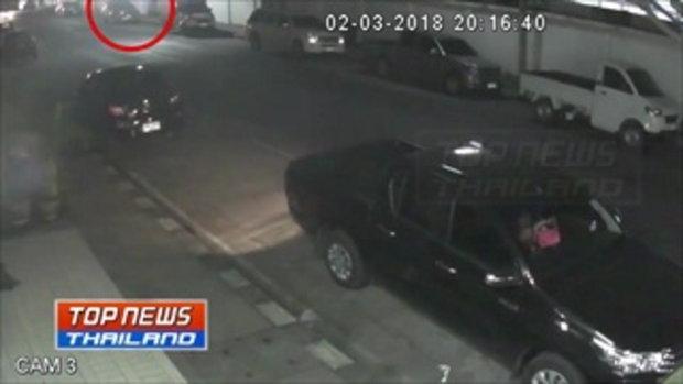 สายทุบระบาด!! หนุ่มขับเบนซ์สุดงง ถูกมือดีขับมิวเซเว่นทุบรถพังเสียหาย ตำรวจเผย ก่อนหน้านี้ 1 อาทิตย์