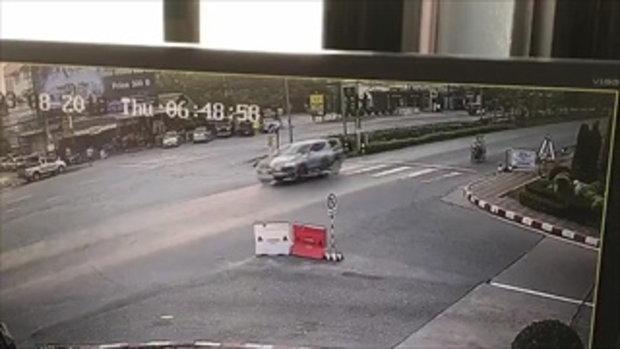 ภาพนาที! นทท.วิ่งข้ามถนนถูกจยย.ชนดับ