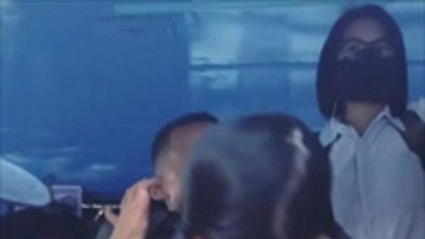 บรู๊คลิน บีน่า นั่งรถเมล์ไปโรงเรียน