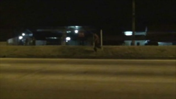ตำรวจไล่จับตับแลบ! โจรแสบขโมยไม้กวาด วิ่งหนีไม่มีเบรก