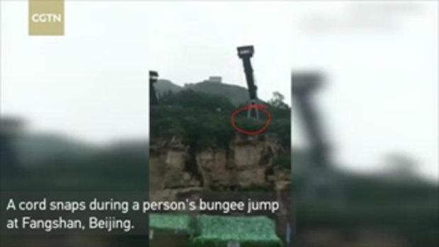 ระทึก! นักท่องเที่ยวสาวกระโดดบันจี้จัมพ์ เชือกหลุด ร่างดิ่งกระแทกพื้นน้ำ หวิดดับ