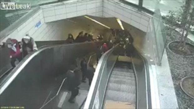 น่ากลัว บันไดเลื่อนรถไฟใต้ดินตุรกีพังเป็นรู กลืนหนุ่มหายวับชั่วพริบตา