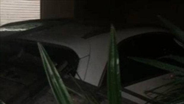 โน้ต เชิญยิ้ม เผยภาพอุบัติเหตุในบ้าน หลังคาโรงรถถล่มทับรถหรู 4 คัน