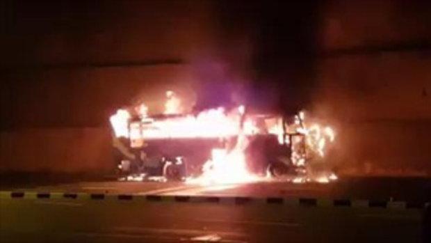 คลิปนาทีไฟไหม้รถบัสขนแรงงานต่างด้าว เสียชีวิต 20 ศพ