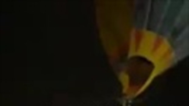 คลิประทึก ! เชือกยึดบอลลูนขาด หล่นกระแทกหลังคาโรงงานศรีราชา