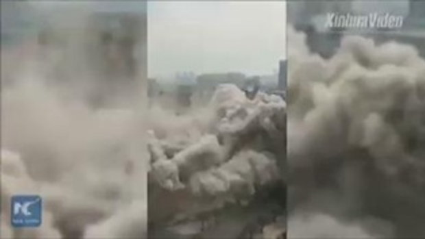 หายวับไปกับตา! เผยภาพนาทีการระเบิดทำลายอาคารเก่าความสูง 18 ชั้น