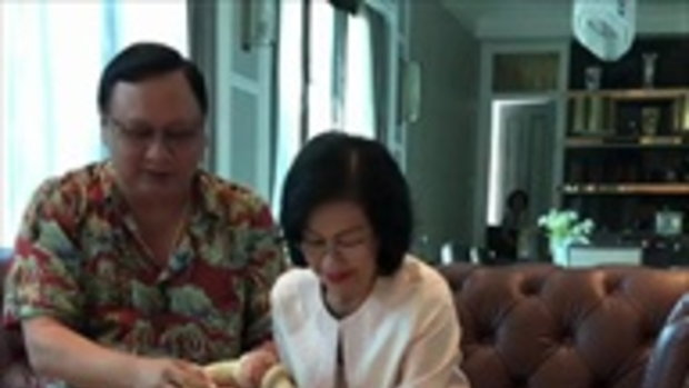 งามแบบประเพณีไทย อั้ม พัชราภา รดน้ำดำหัวขอพรคุณพ่อคุณแม่
