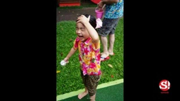 มันกว่านี้มีไหม น้องมะลิ ใส่ชุดไทยเล่นสงกรานต์ ดูหน้าก็รู้ว่าสนุกมาก