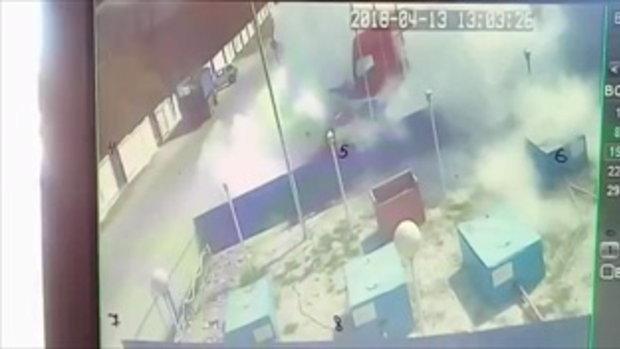 สิบล้อไหลต่อหน้าคนขับ พุ่งชนปั๊มเติมก๊าซระเบิดสนั่น-ไฟท่วม