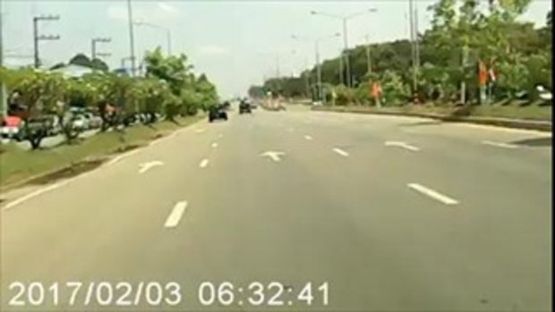 แฉคลิปรถป้ายแดงขับย้อนศรอย่างมักง่าย รถบีบแตรกันทั้งถนน