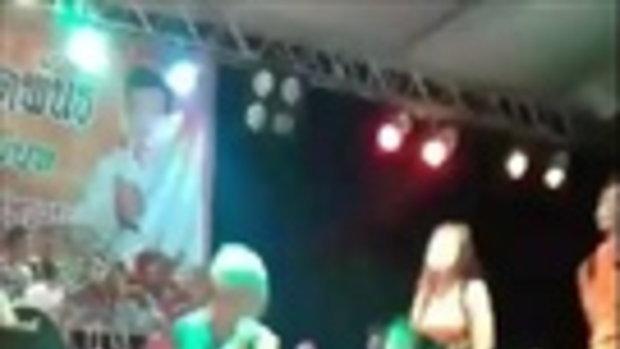 นักร้องหนุ่ม ห่ม จีวร แต่งเลียนเเบบพระ เล่นคอนเสิร์ต กำเเพงเพชร
