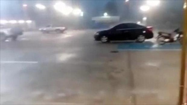 นาทีลูกเห็บถล่มกลางเมืองอุดรฯ ทั้งลม ฝน กระหน่ำ ฤทธิ์พายุฤดูร้อน