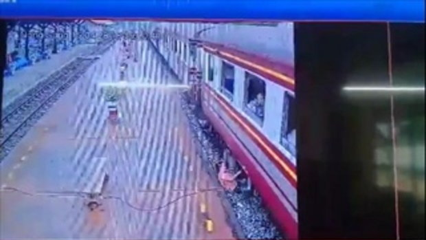 คลิปนาทีชะตาขาด! หนุ่มลื่นตกจากรถไฟกลิ้งเข้าใต้ล้อ ถูกทับดับคาราง