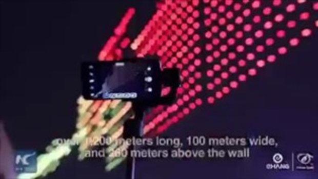จีนสร้างสถิติโลก บินโดรน 1,374 ลำ แสดงแสงสีเหนือกำแพงเมืองซีอาน