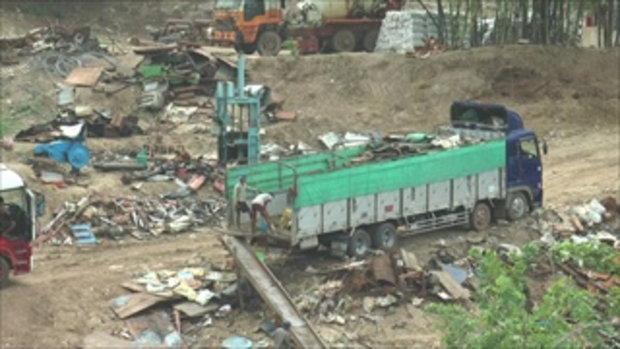 เห็นจะจะ พม่าทิ้งขยะลงแม่น้ำเมย