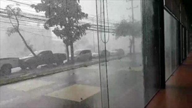 คลิประทึก! พายุกระหน่ำเมืองขอนแก่น สายไฟฟ้าระเบิดกลางฝน