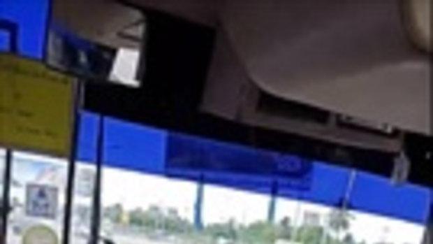 ผู้โดยสารโวย อัดคลิปแฉ โชเฟอร์พัทยาขับรถไป เล่นมือถือตลอดทาง