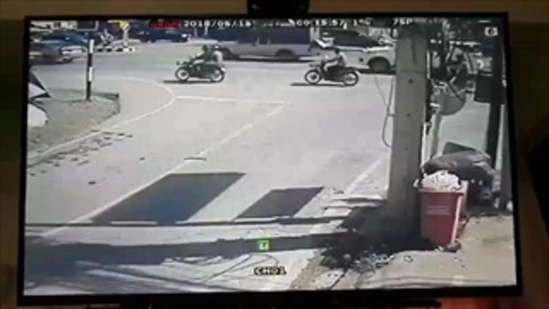 สาวร้านกาแฟซ้อนรถไปส่งน้ำลูกค้า ถูกสิบล้อเบียดคว่ำ ล้อทับร่างดับอนาถ