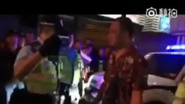 ตำรวจจีนทำอย่างไร? เมื่อจับคนเมาแล้วขับแต่เจอลูกไม้ 'หูไม่ดีไม่ได้ยิน'