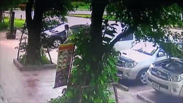 ภาพนาทีระทึก สาวโดน 3 พ่อแม่ลูกจี้ชิงรถ ปล้นกลางถนนมิตรภาพ