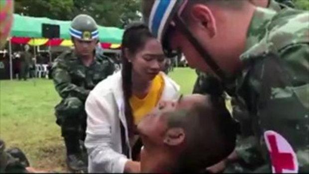 หนุ่มทหารเกณฑ์เป็นลมกลางแสดงโชว์เปิดค่าย เซอร์ไพรส์ขอสาวแต่งงาน