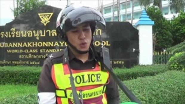 เป็นขวัญใจคนใหม่ เปิดใจนายตำรวจหนุ่ม ใส่ชุดไดโนเสาร์โบกรถ