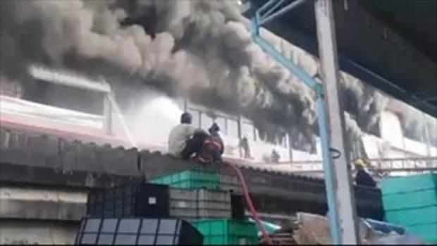 ระทึกอาคารถล่ม ! เพลิงไหม้โรงงาน ซอยท่าข้าม 8