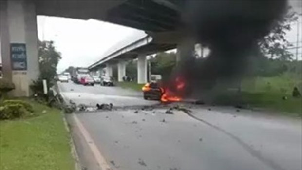 อุบัติเหตุรถพลิกคว่ำไฟไหม้ เด็กเกือบโดนย่างสด