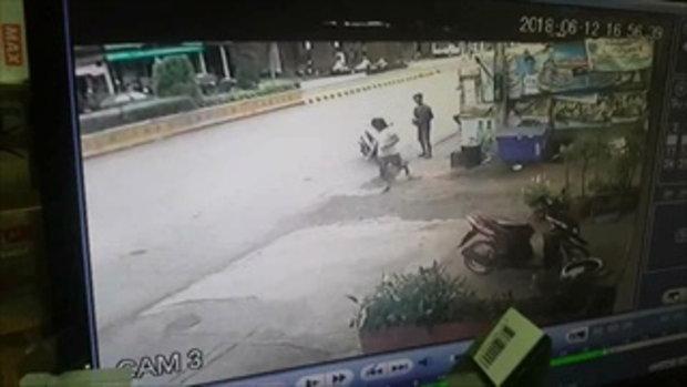 นาทีชีวิต! หญิงสาวเดินข้ามถนน เก๋งพุ่งชนร่างปลิว ตกกระแทกหลังคารถ