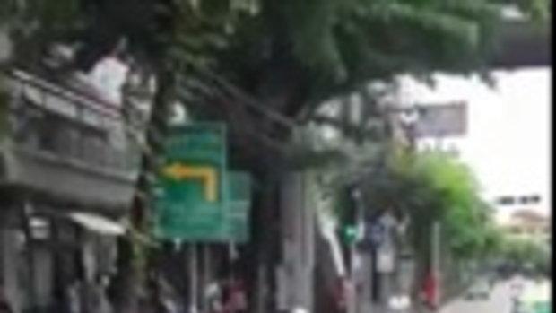 โซเชียลด่ายับ หนุ่มหมวกแดง ต่อยคนแก่กลางถนน คาดขับรถปาดหน้ากัน