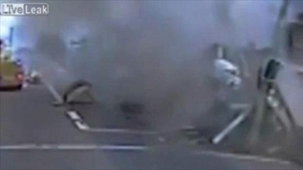 ระทึก! โจรขโมยรถบรรทุกกะจะซิ่งหนี สุดท้ายไปไม่รอดพุ่งชนเรียบไฟลุกท่วม