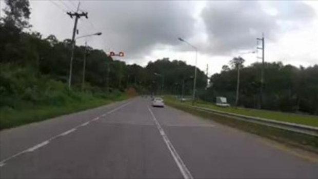 บิ๊กไบก์ออกทริป ขี่เข้าโค้งไถลถนนทั้งกลุ่ม ล้มระเนระนาด ไม่ใช่อาถรรพ์