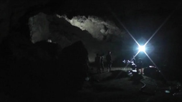 เริ่มมองเห็นความหวัง!! หน่วยซีลเจาะโคลนปากถ้ำหลวงได้แล้ว เชื่อ 13 คน ยังมีชีวิตรอด