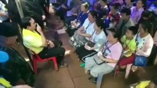 นายก : นั่งสมาธิกับผมหน่อย หลับตา!!