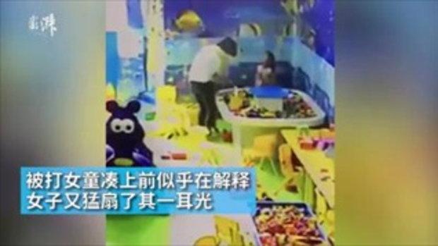 ชาวเน็ตจีนด่าแรง หญิงตบหน้าเด็ก แย่งของเล่นคืนจากลูกตัวเอง
