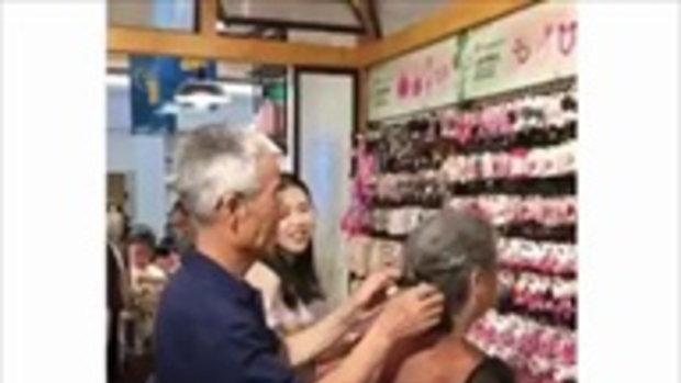 ชาวเน็ตสุดฟิน! คุณตาผู้อ่อนโยนติดกิ๊บบนผมให้คุณยาย สวีตหวานกลางร้านกิฟต์ช็อป