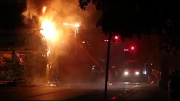 หม้อแปลงไฟระเบิด ทำเพลิงลุกไหม้เสาไฟฟ้า หาดป่าตอง
