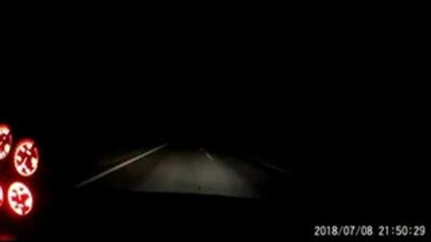 หนุ่มโพสต์เตือนภัย หลังขับรถฝ่าความมืด เห็นอะไรแว็บๆ
