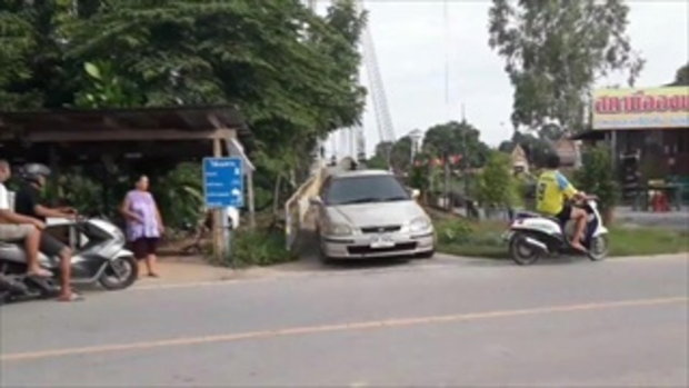 รถยนต์ฝ่าฝืนข้ามสะพานสลิง