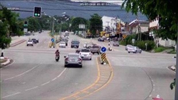 หวาดเสียวไปทั้งถนน เกิดอะไรขึ้นกับรถโม่ปูนคันนี้ เบรกแตกหรือยังไง