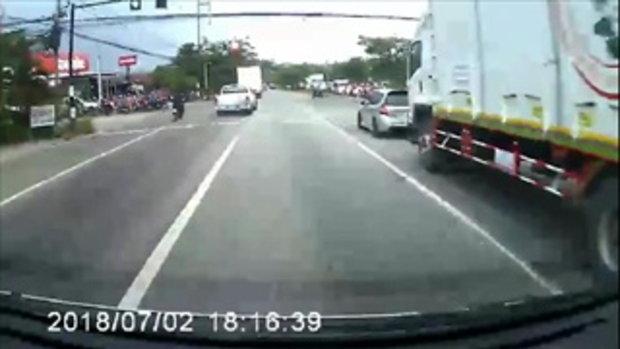 อุบัติเหตุรถตู้ชนมอเตอร์ไซค์