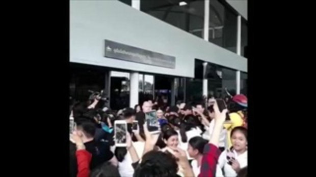 เบลล่า บินกัมพูชา แฟนๆรับแน่นสนามบิน