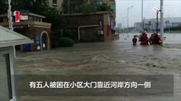 5 หนุ่มจีนถูกช่วยจากน้ำป่า รอดแล้วขอร่วมทีมกู้ภัยช่วยคนอื่นต่อ