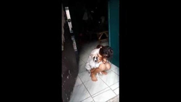 บุกจับพ่อค้ายาบ้า เมียกลัวถูกจับอมยาไอซ์ในปาก กอดสุนัขนั่งร้องไห้