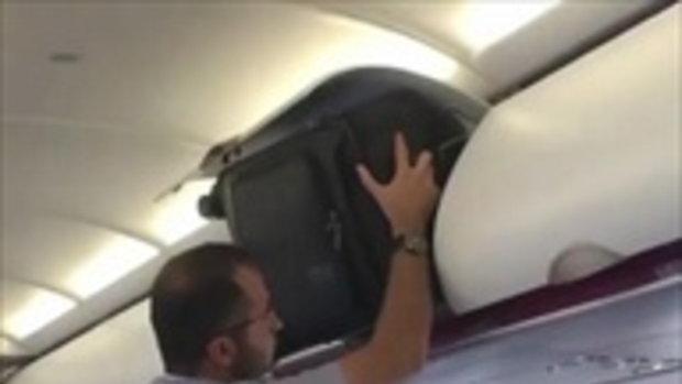 เครื่องดีเลย์ เหตุเพราะผู้โดยสารไม่สามารถกลับที่นั่งได้ ดีนะแอร์เดินมาบอก