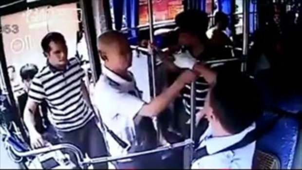 สุดยอดคนขับรถเมล์ ตามทวงมือถือจากหัวขโมยให้ผู้โดยสารถูกล้วงกระเป๋า